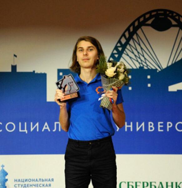 спортсмен нашей школы Алексей Попов — обладатель кубка мира по решению шахматных композиций!
